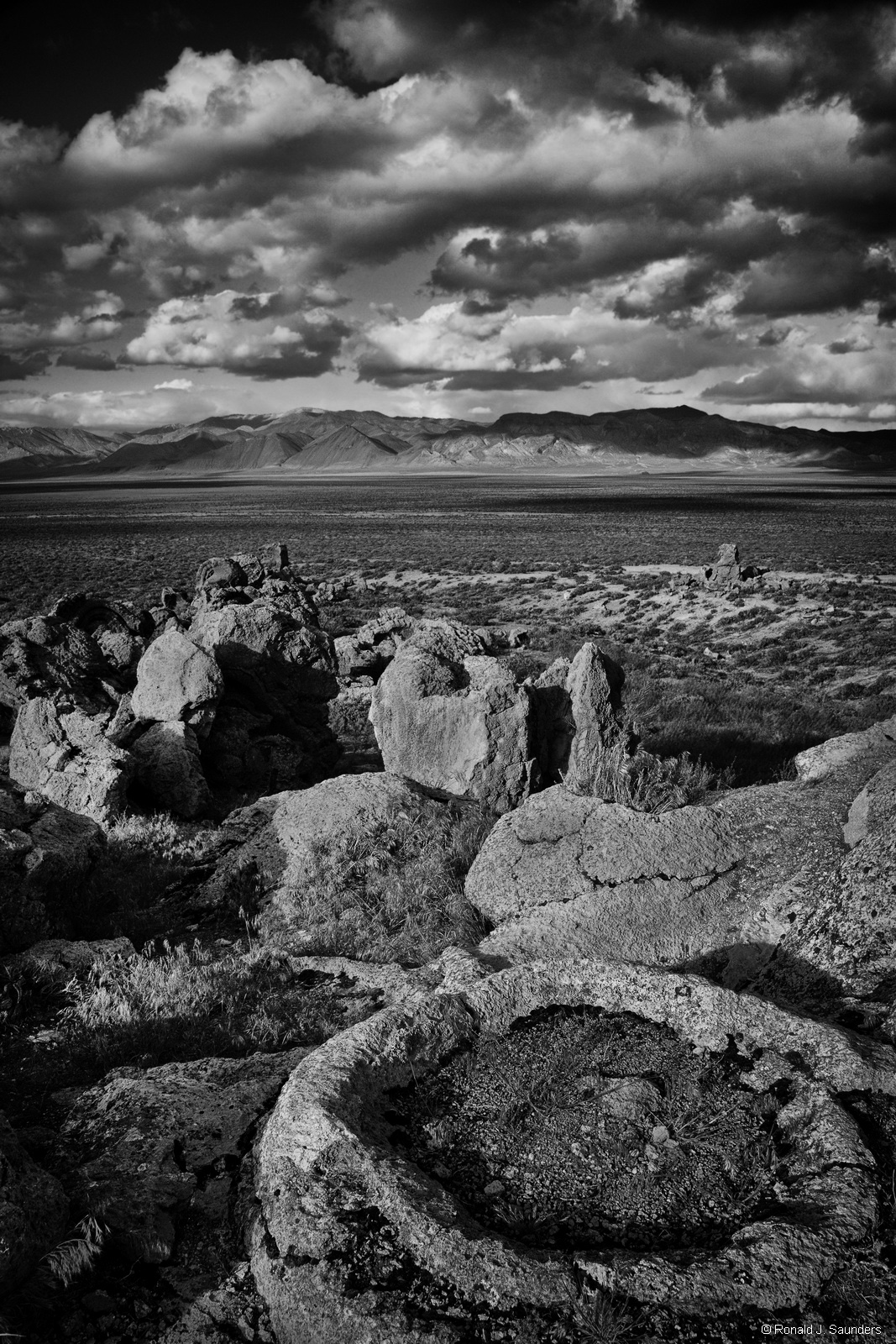 ron, ronald, saunders, ,landscape, fine art, keeble, shuchat, exhibition, nevada, lake, Winnemucca, desert, tufa, photography, photo
