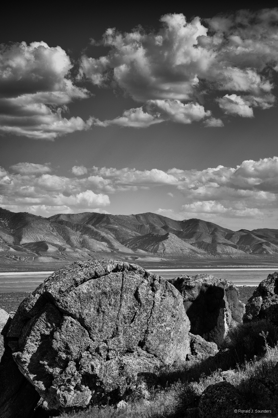 ron, ronald, saunders, ,landscape, fine art, keeble, shuchat, exhibition, nevada, lake, Winnemucca, desert, tufa, Nevada, desert, photography, photo
