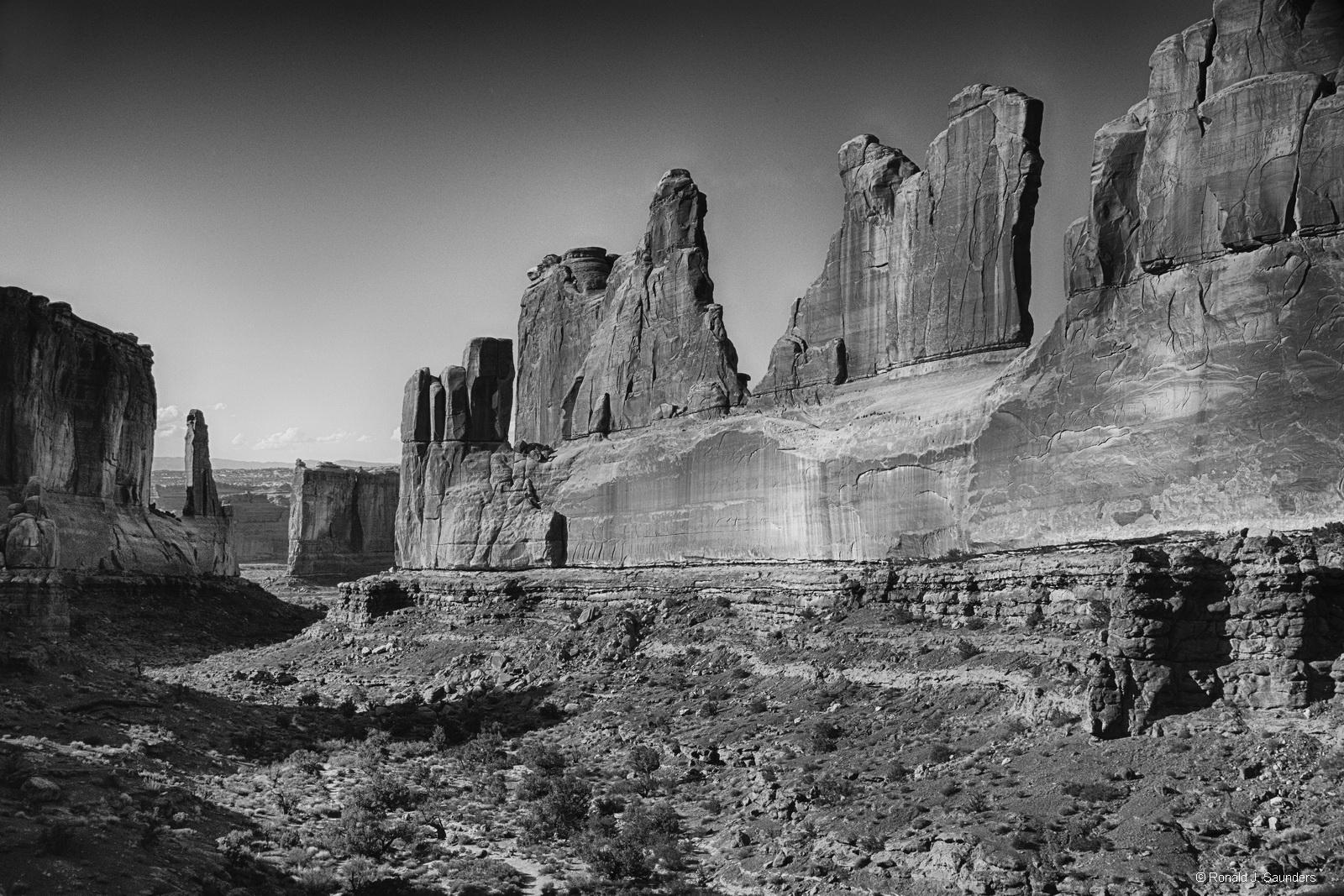 Arches, black, white, ron, ronald, saunders, view, landscape, fine art, keeble, shuchat,exhibition, photo
